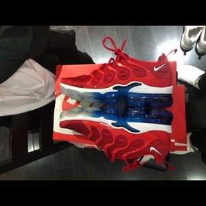 Nike vapor max red white and blue 2018 excellent